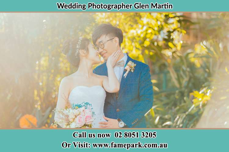 Photo of the Bride and the Groom kissing Glen Martin NSW 2321