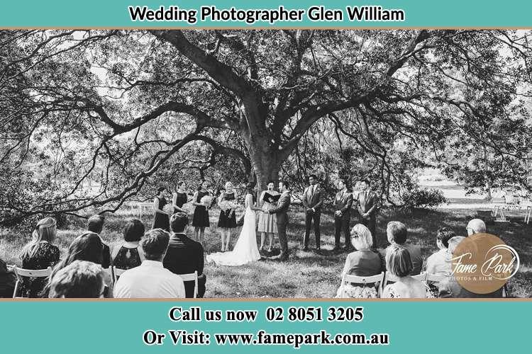 Wedding ceremony under the big tree photo Glen William NSW 2321