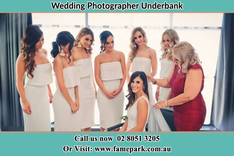 Photo of the Bride with her bridesmaids Underbank NSW 2420