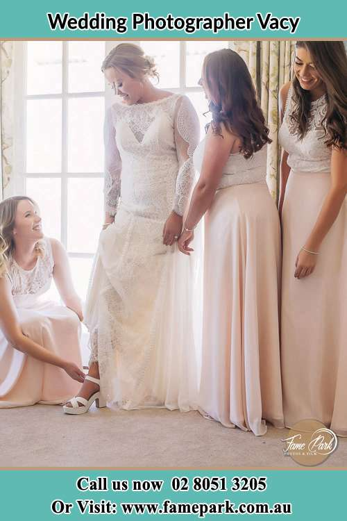 Photo of the Bride and her bridesmaids getting ready for the wedding Vacy NSW 2421