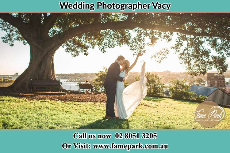 Photo of the Groom and the Bride kissing under the tree Vacy NSW 2421